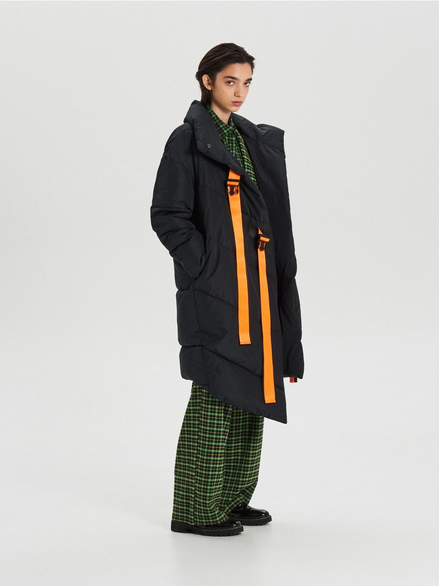 Quilted winter coat with additional buckle clasp - SCHWARZ - WG306-99X - Cropp - 3