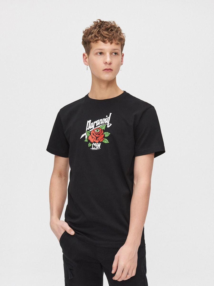 T-shirt with print on the back - SCHWARZ - ZJ885-99X - Cropp - 1