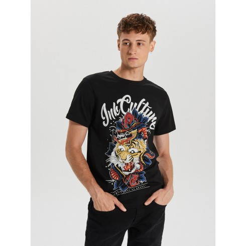 T-shirt with graphic