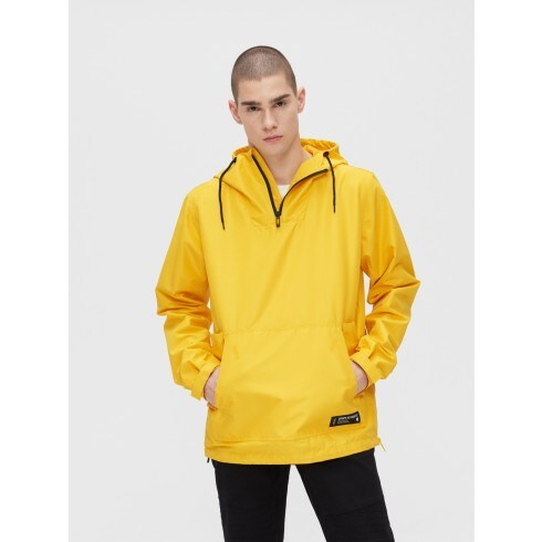Lightweight hooded anorak