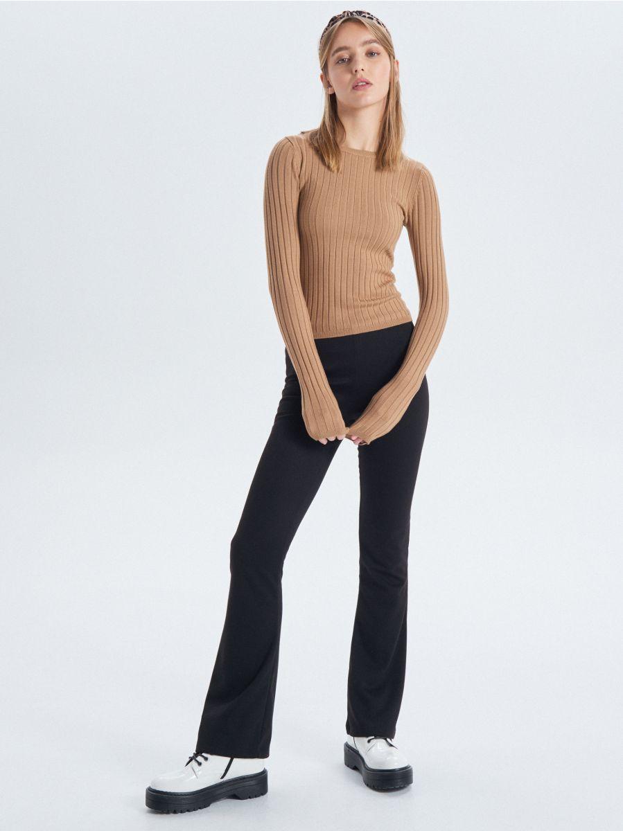 Prążkowany sweter - BEŻOWY - VC042-08X - Cropp - 3