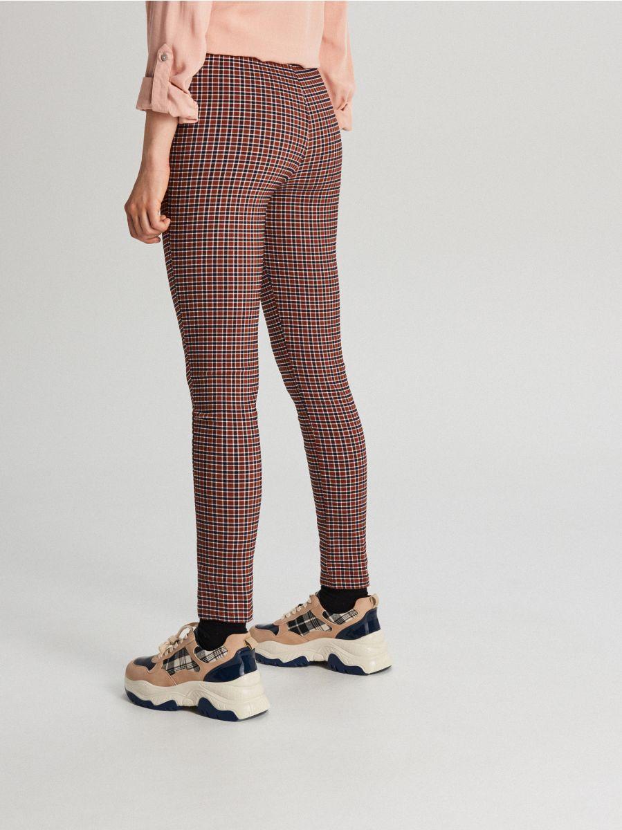 Spodnie high waist z guzikami - BORDOWY - WC776-83X - Cropp - 3