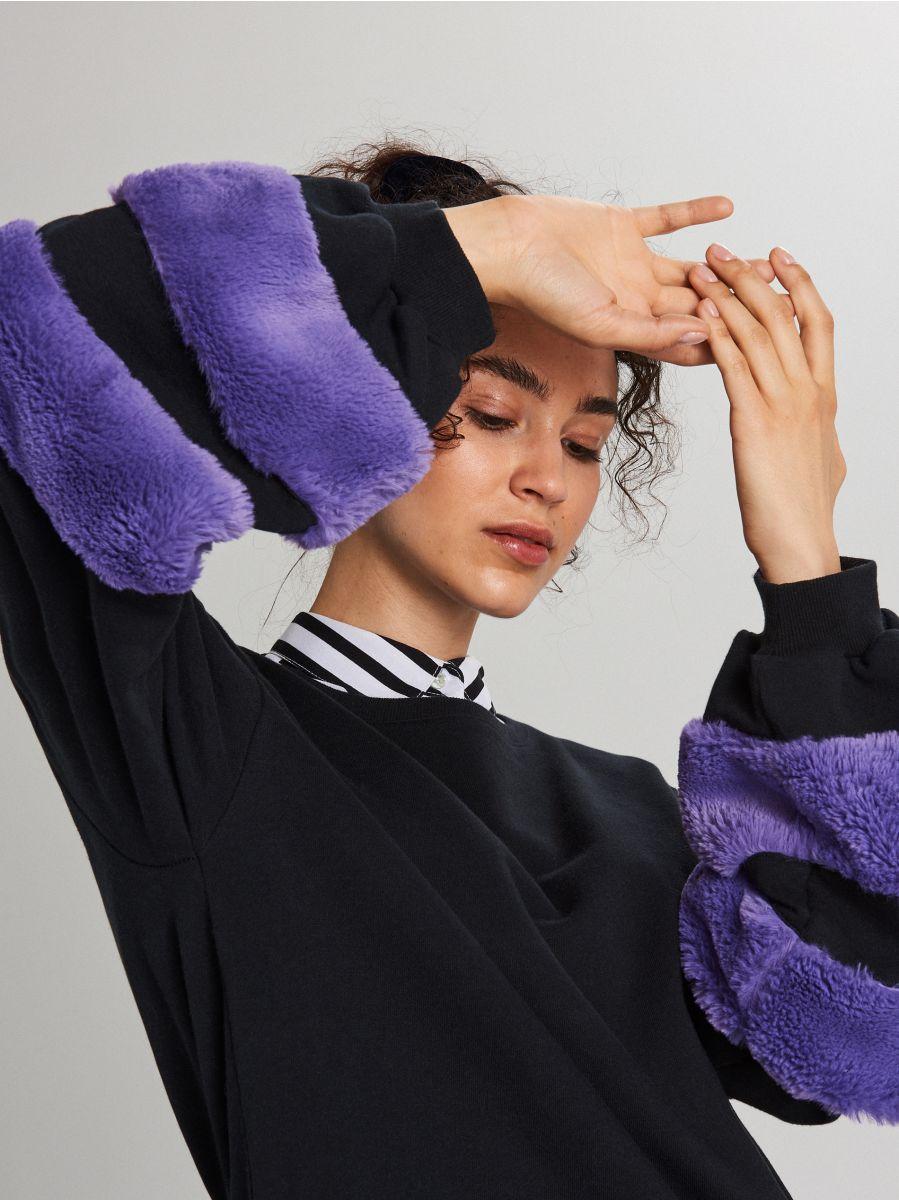 Bluza ze sztucznym futrem na rękawach - GRANATOWY - WE230-59X - Cropp - 2