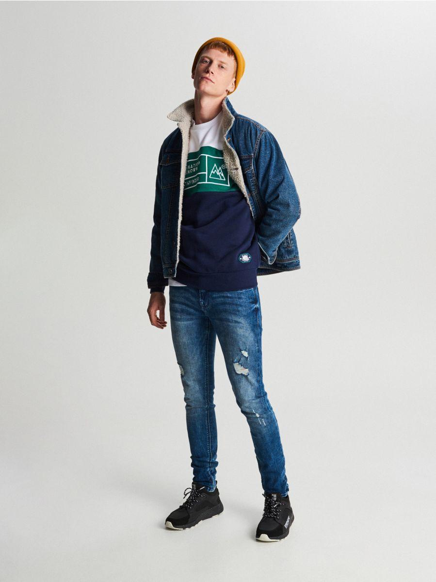Trójkolorowa bluza z nadrukiem - GRANATOWY - WR632-59X - Cropp - 4