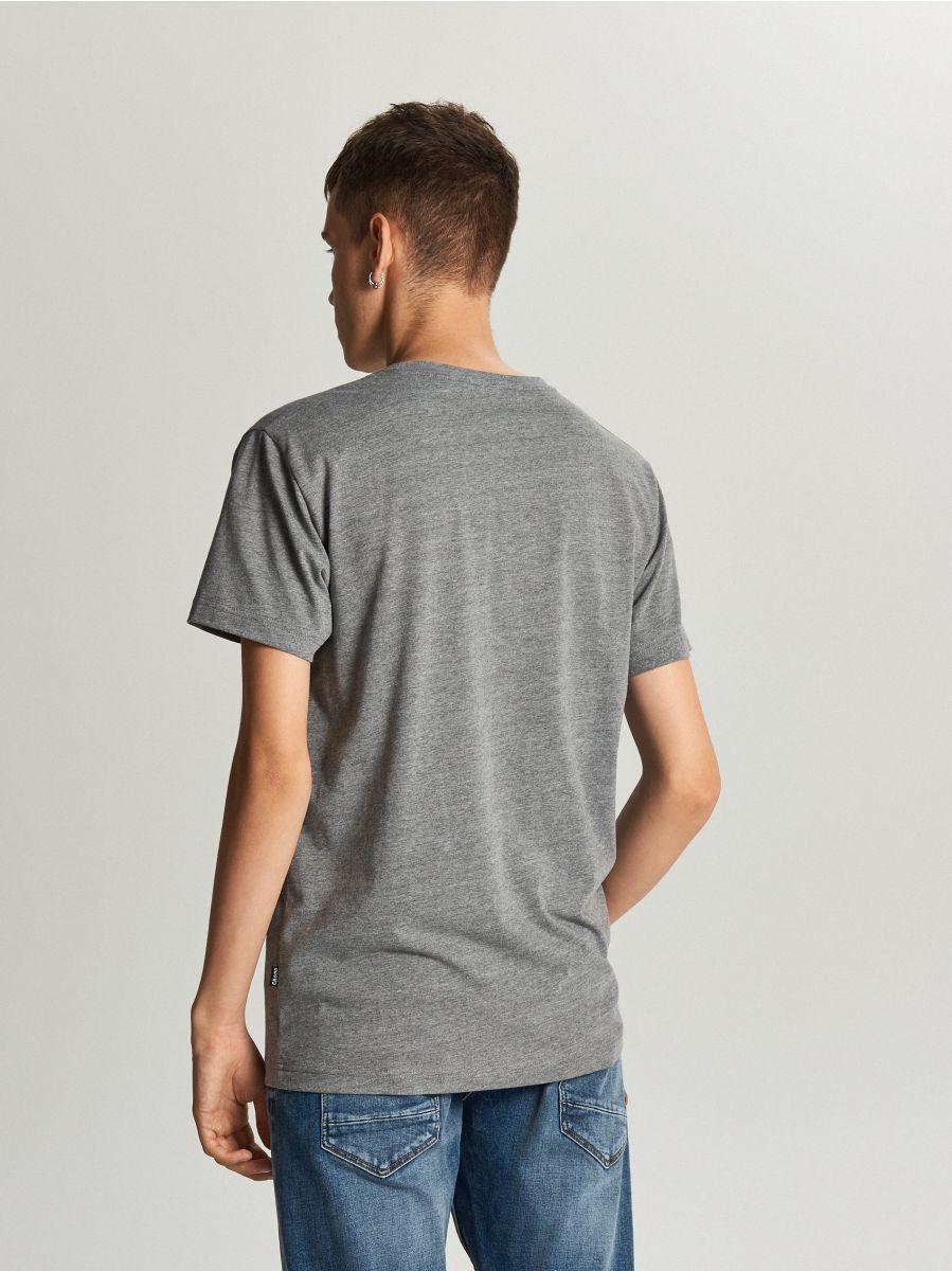 Koszulka z napisem - SZARY - WY446-90M - Cropp - 3