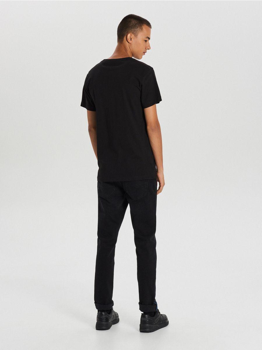 Koszulka z dużym nadrukiem - CZARNY - XB667-99X - Cropp - 4