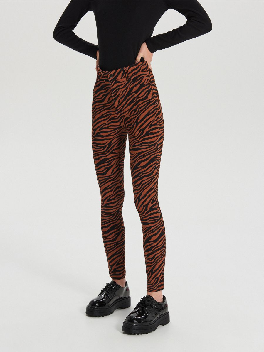 Jeansy high waist  - BRĄZOWY - XE038-88X - Cropp - 2