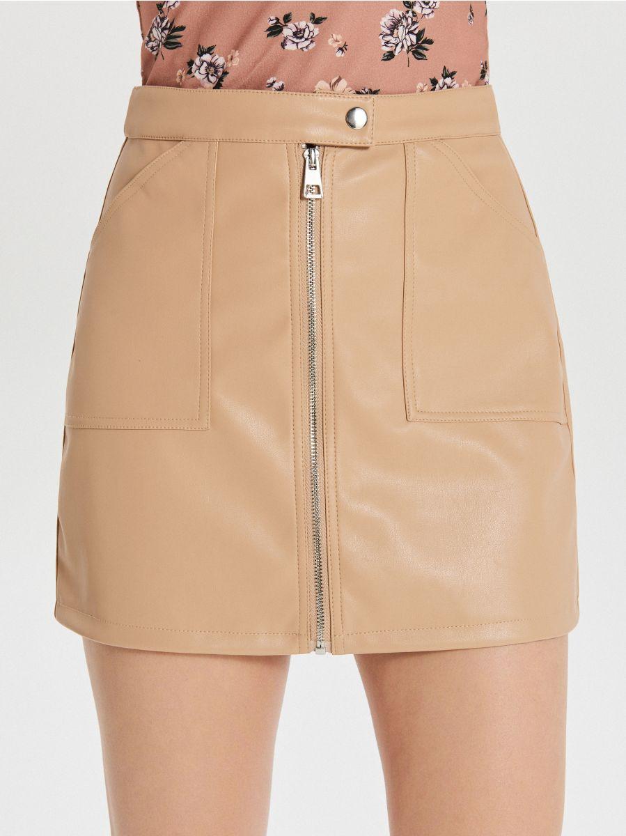 Spódnica mini ze sztucznej skóry - BEŻOWY - XF621-08X - Cropp - 3