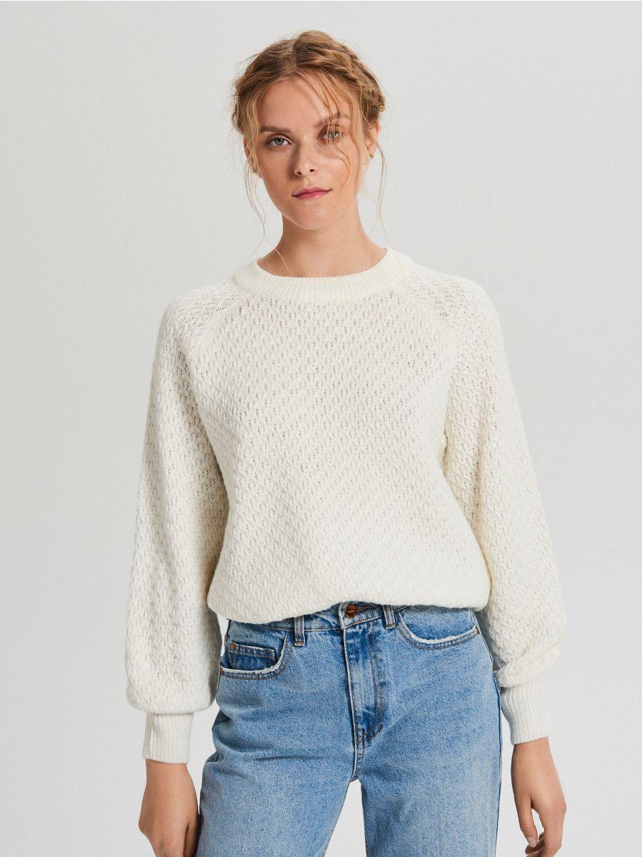 Sweter z ozdobnym splotem - KREMOWY - XG556-01X - Cropp - 3