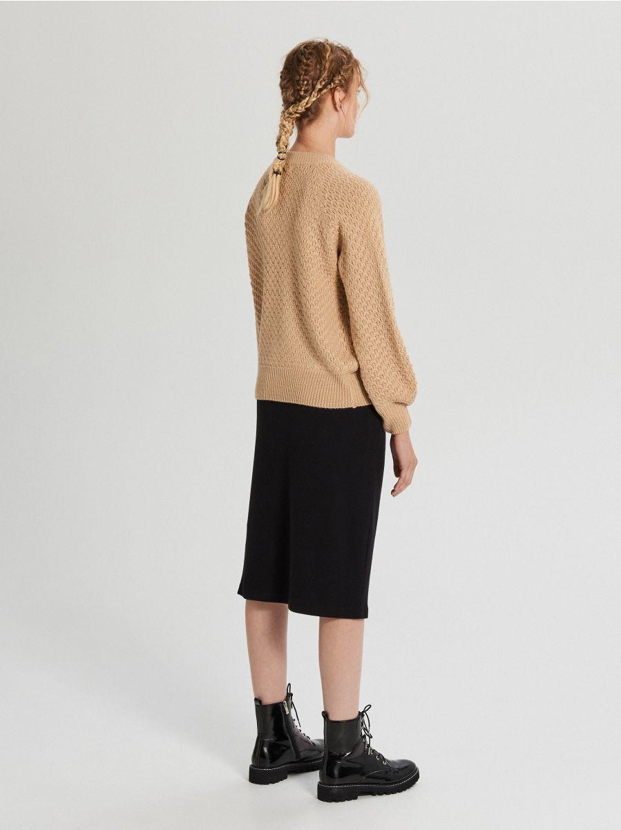 Sweter z ozdobnym splotem - BEŻOWY - XG556-08X - Cropp - 4