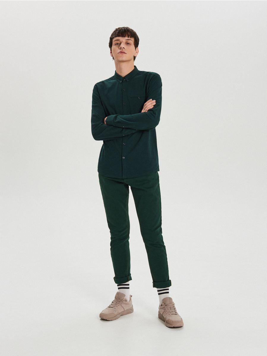 Gładka koszula o kroju slim - KHAKI - XK015-79X - Cropp - 1