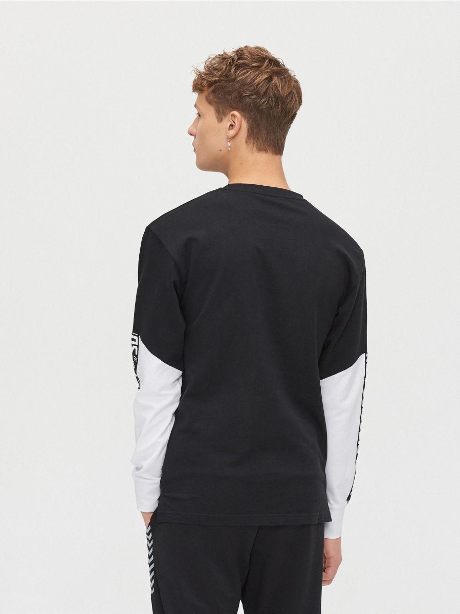 Koszulka z kontrastowymi rękawami - CZARNY - YG154-99X - Cropp - 4