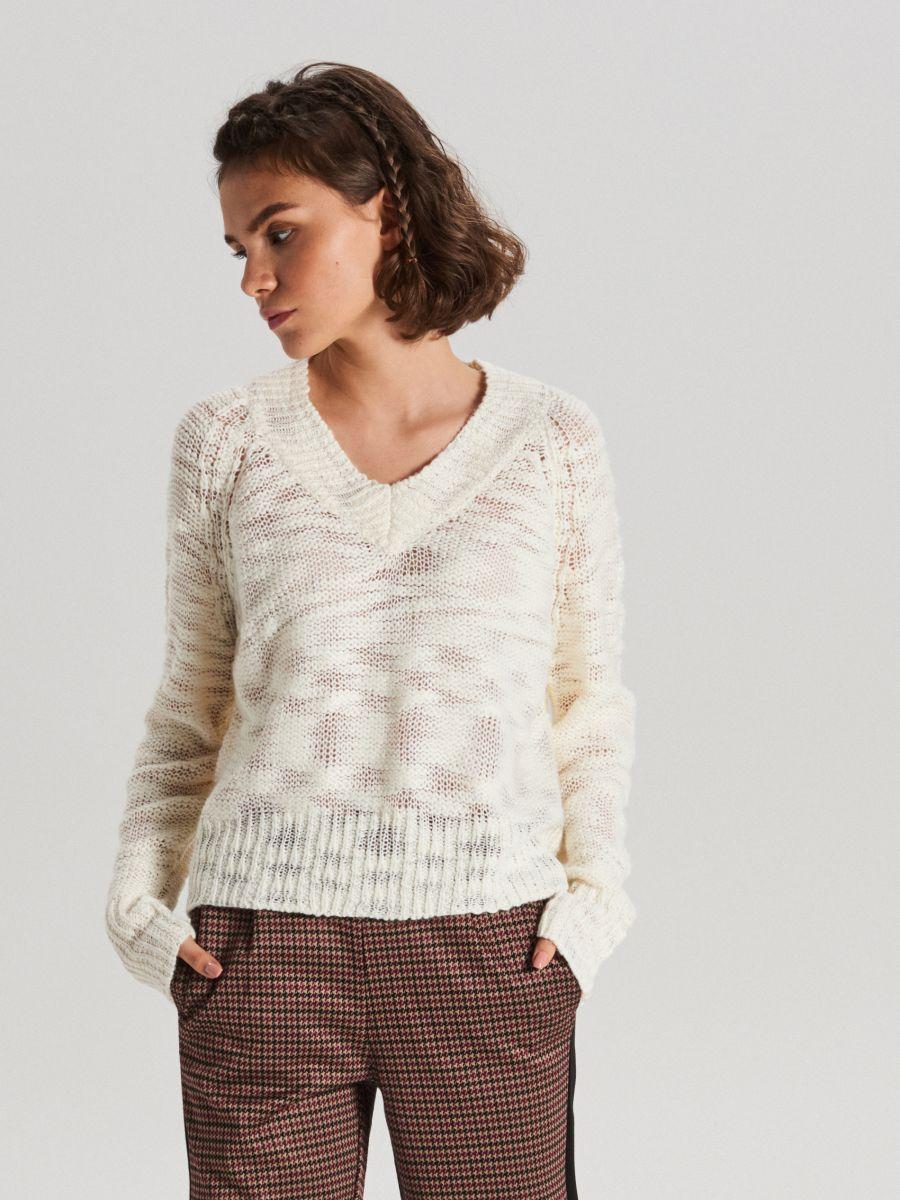 Melanżowy sweter z dekoltem - KREMOWY - VS755-01X - Cropp - 1