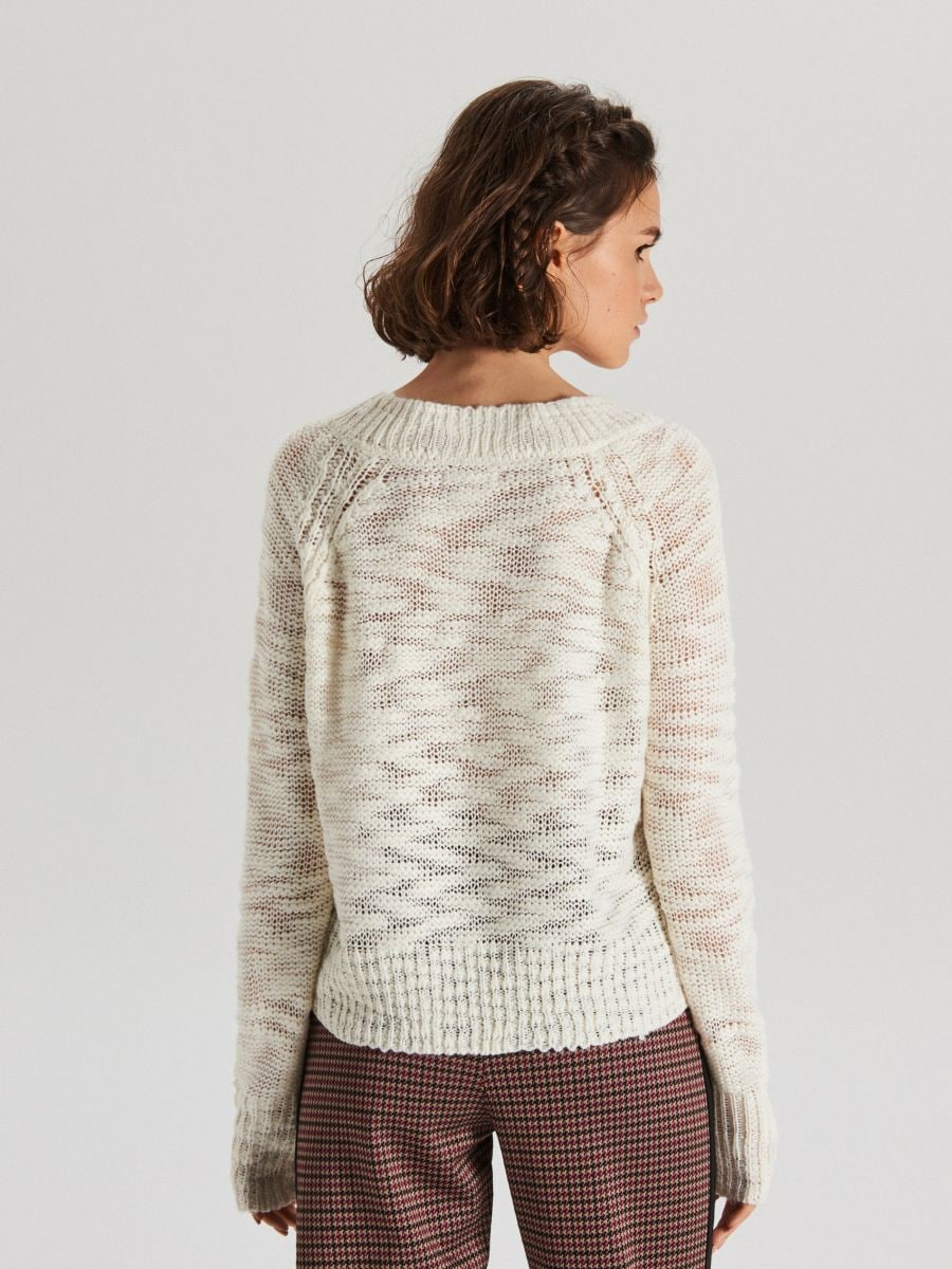 Melanżowy sweter z dekoltem - KREMOWY - VS755-01X - Cropp - 4