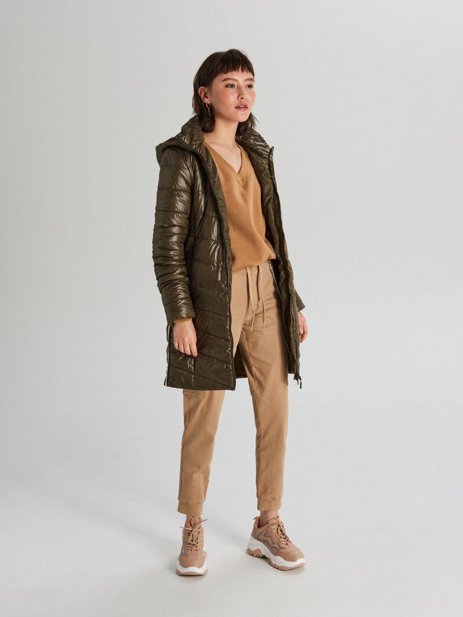 Pikowana kurtka z kapturem - KHAKI - WB875-78X - Cropp - 1