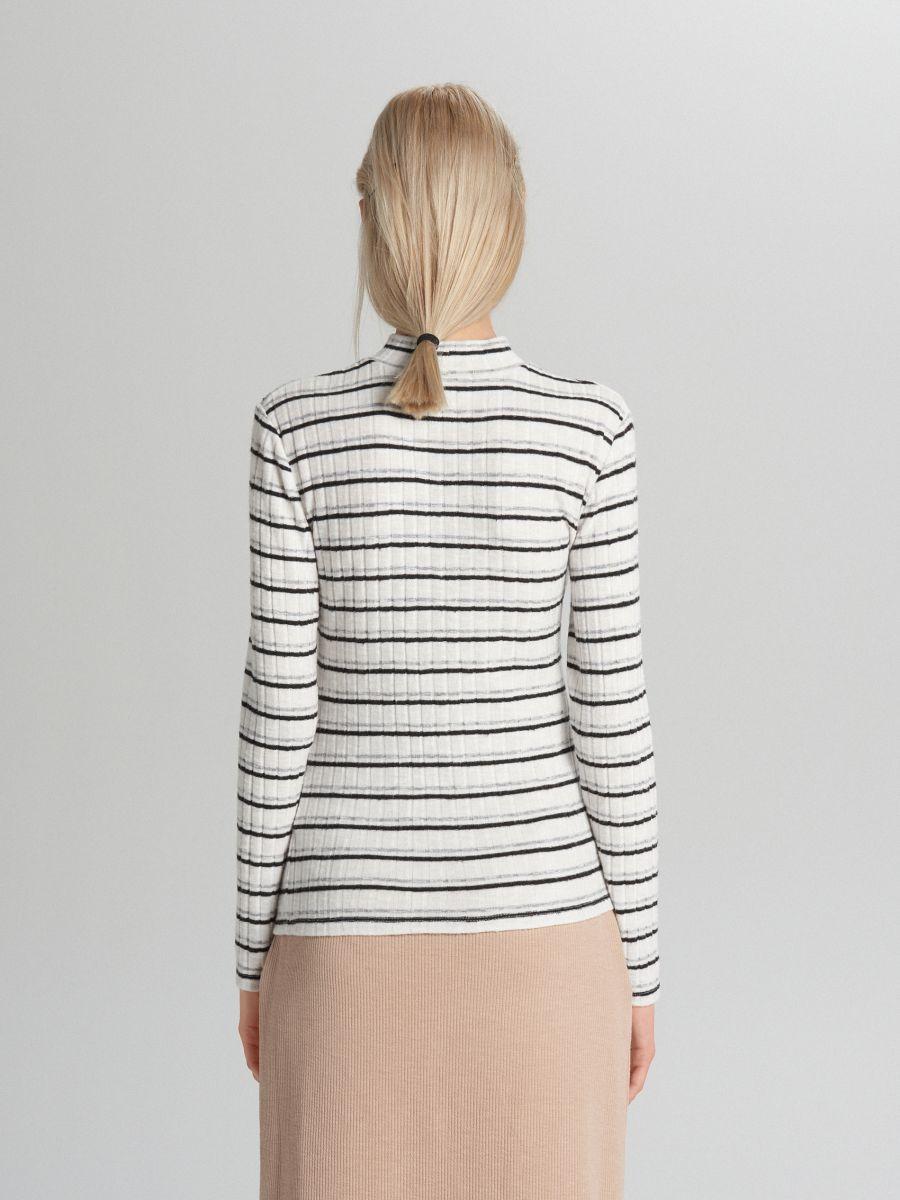 Prążkowany sweter - BIAŁY - WB902-00X - Cropp - 4