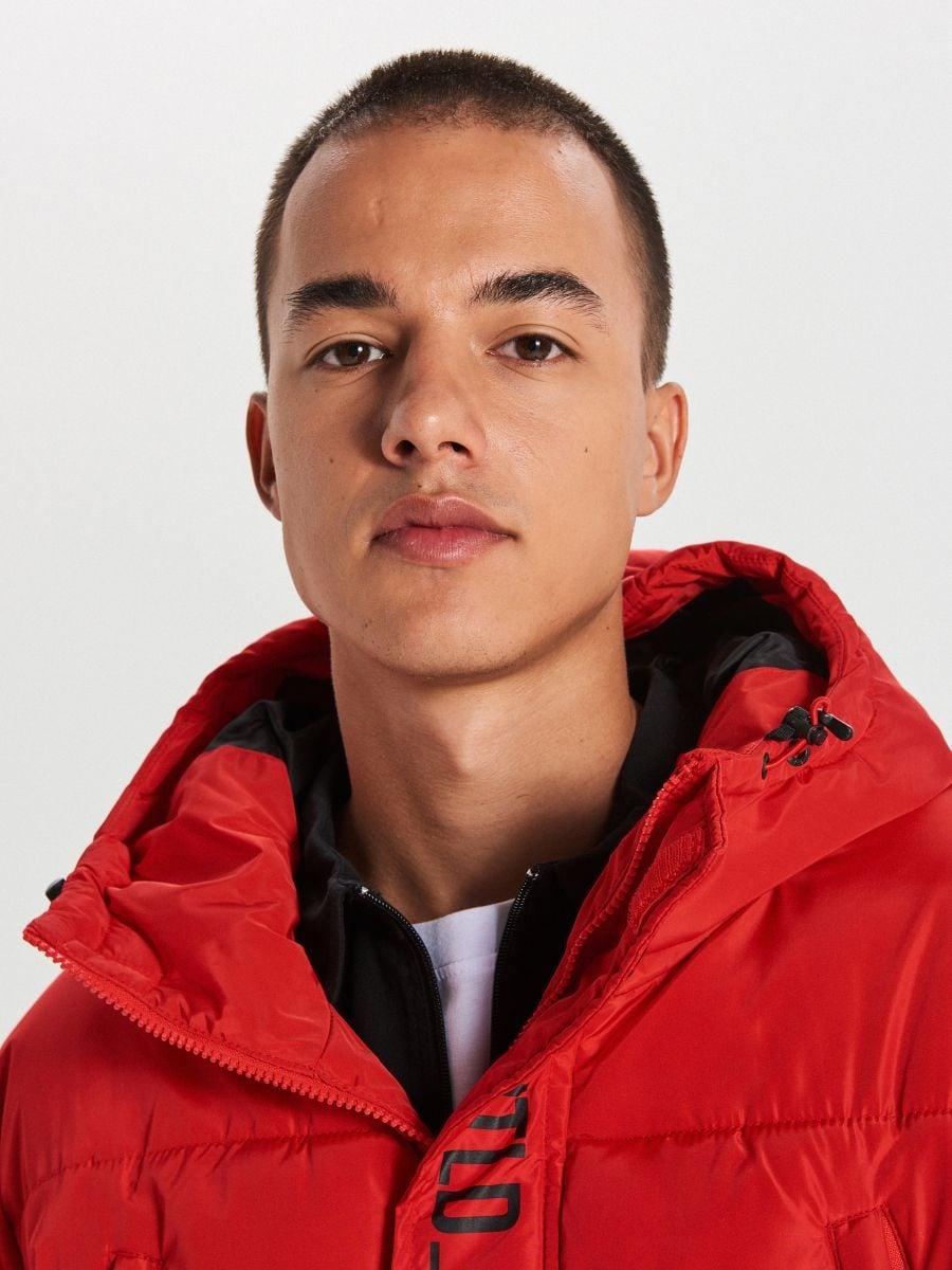Pikowany płaszcz z kapturem - CZERWONY - WC146-33X - Cropp - 3