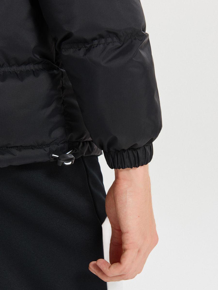 Zimowa kurtka z kontrastowymi panelami - CZARNY - WC155-99X - Cropp - 6