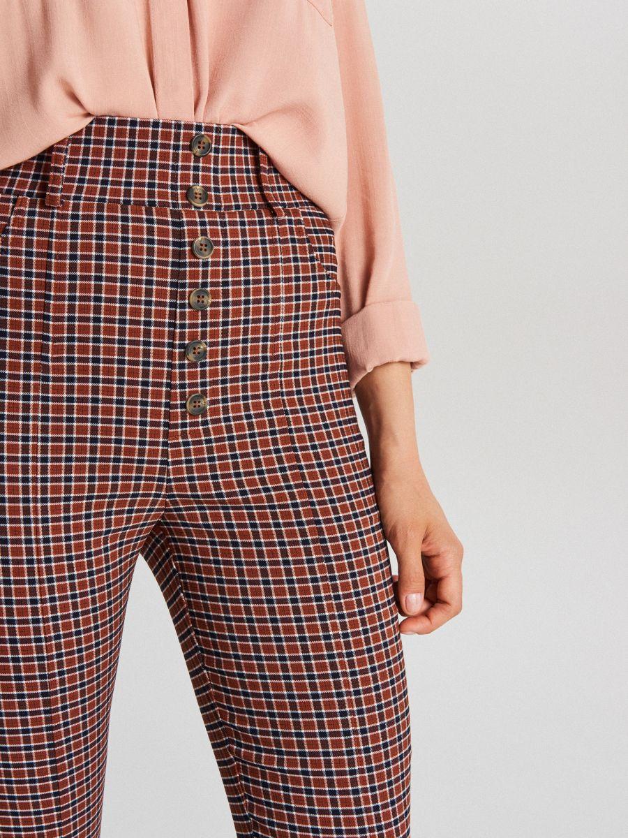 Spodnie high waist z guzikami - BORDOWY - WC776-83X - Cropp - 4