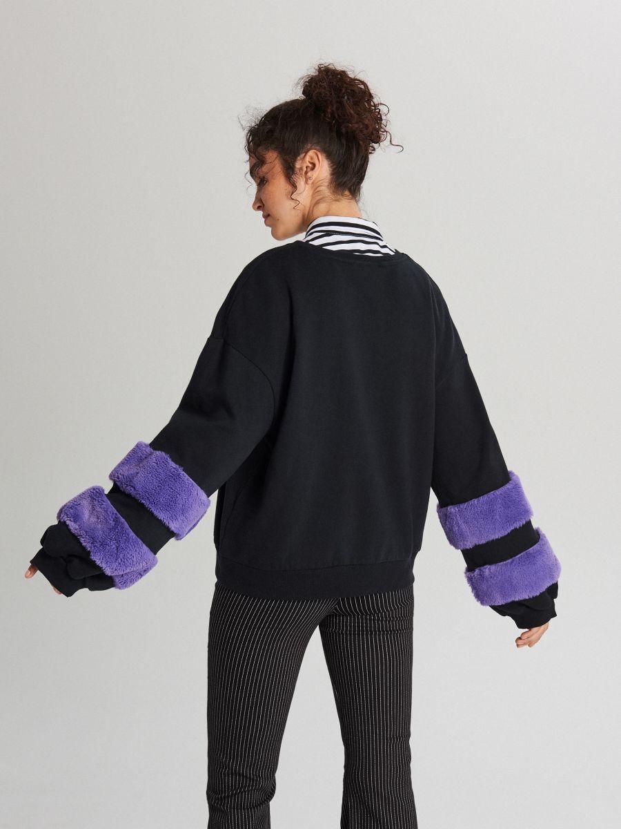 Bluza ze sztucznym futrem na rękawach - GRANATOWY - WE230-59X - Cropp - 3