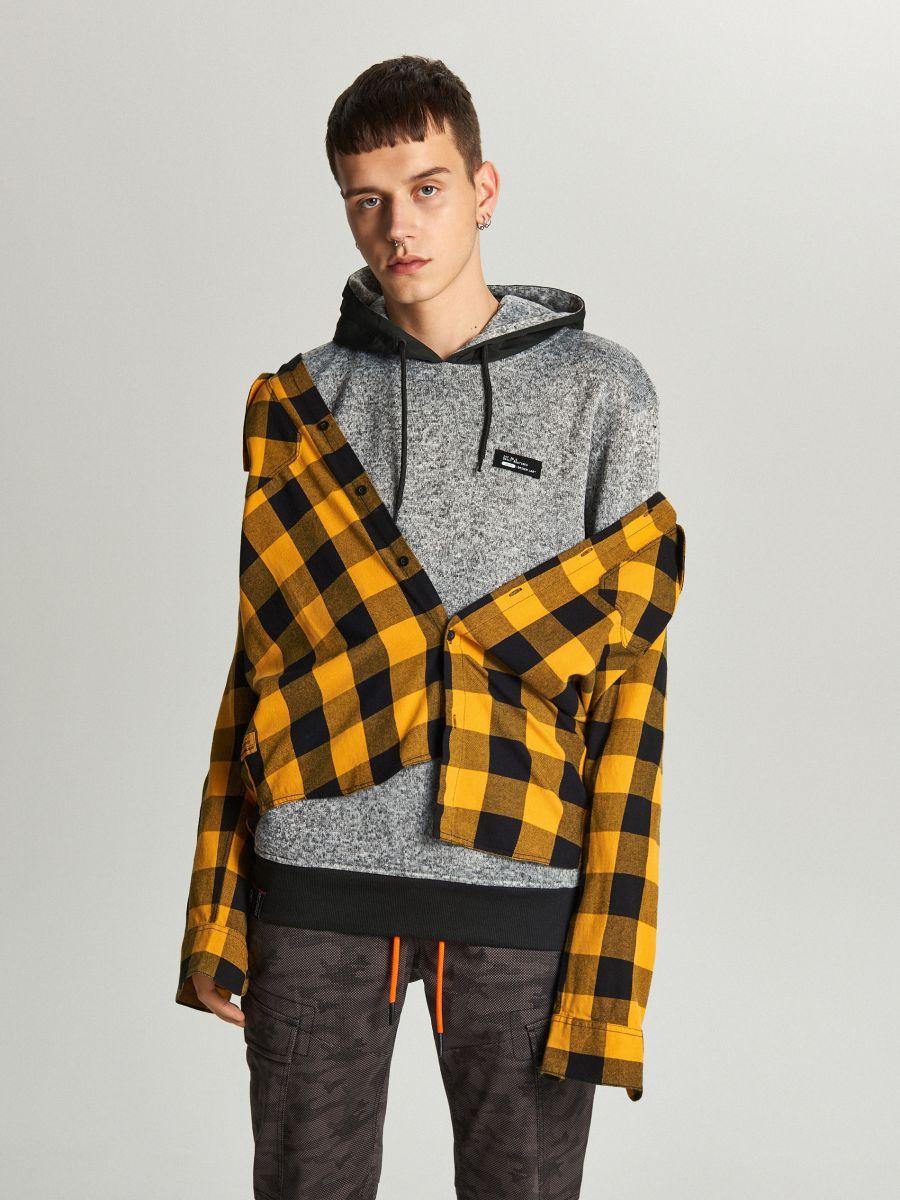 Sweter z kapturem o sportowym kroju - JASNY SZARY - WE552-09M - Cropp - 5