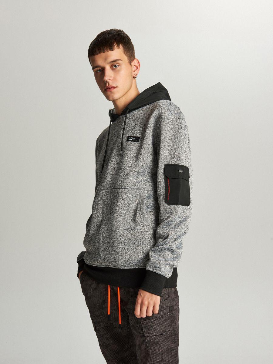 Sweter z kapturem o sportowym kroju - JASNY SZARY - WE552-09M - Cropp - 3