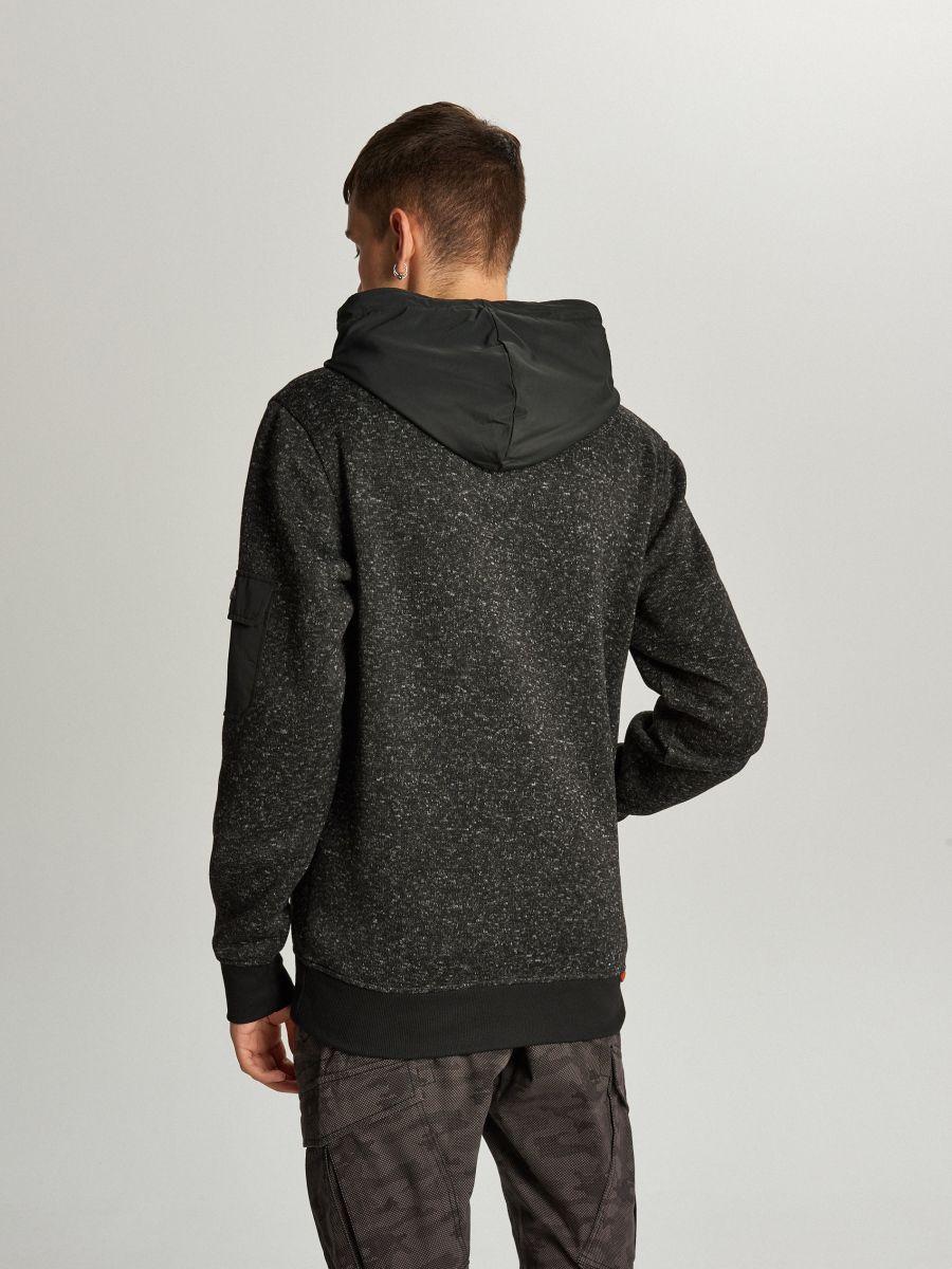 Sweter z kapturem o sportowym kroju - CZARNY - WE552-99M - Cropp - 3