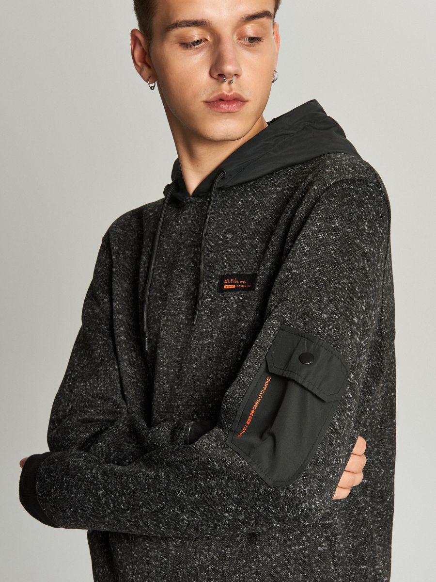 Sweter z kapturem o sportowym kroju - CZARNY - WE552-99M - Cropp - 4