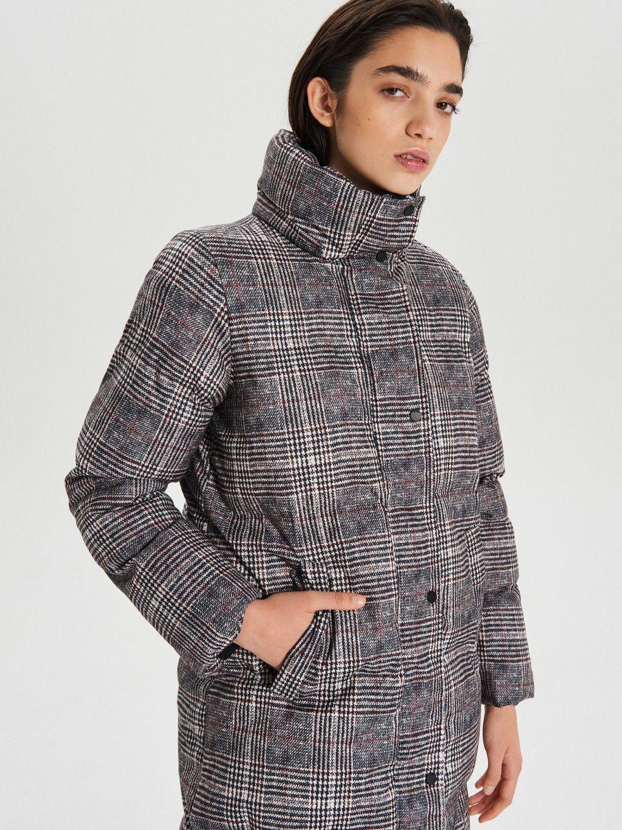 Zimowy płaszcz z kapturem w kratę - WIELOBARWNY - WG299-MLC - Cropp - 1