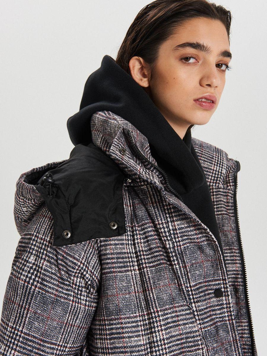 Zimowy płaszcz z kapturem w kratę - WIELOBARWNY - WG299-MLC - Cropp - 3