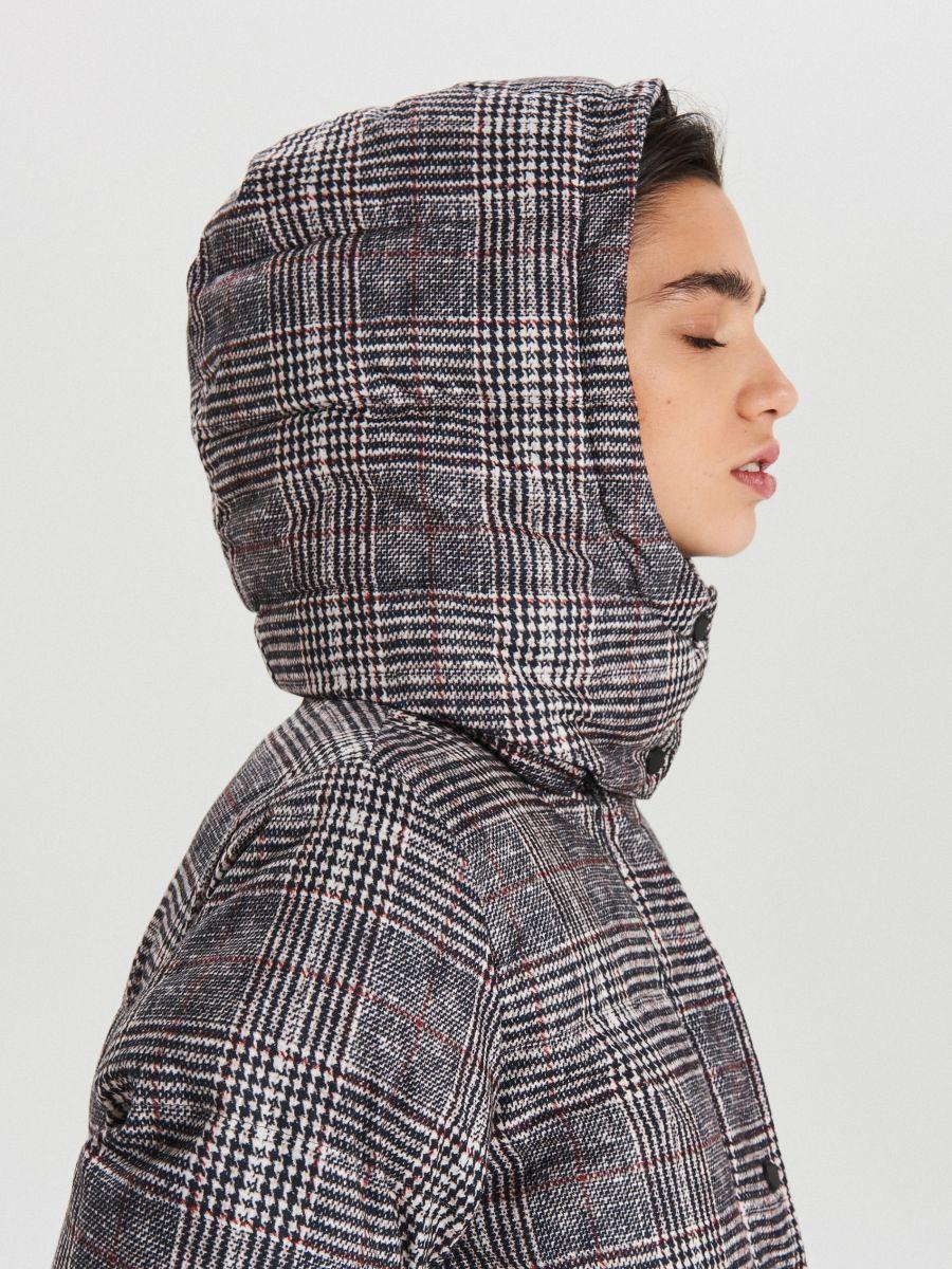 Zimowy płaszcz z kapturem w kratę - WIELOBARWNY - WG299-MLC - Cropp - 5