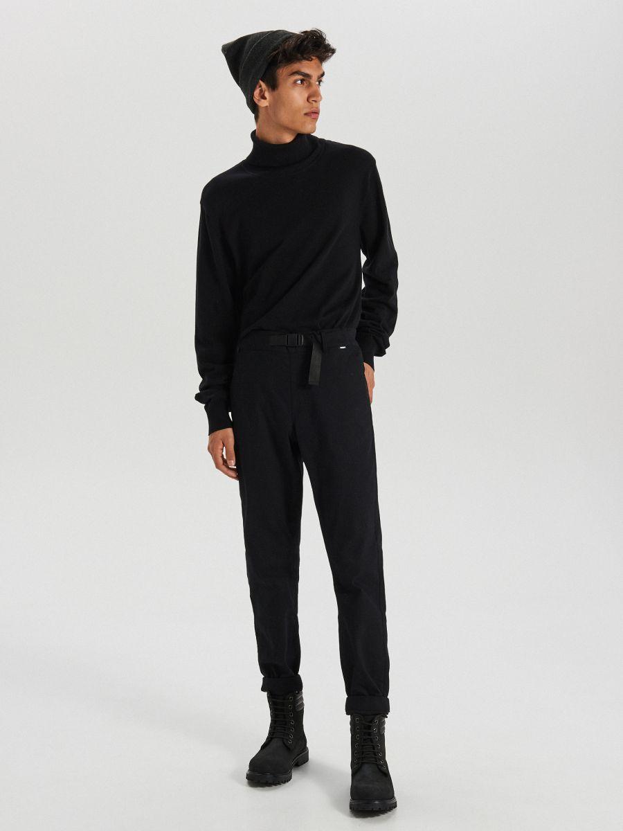 Sweter z golfem - CZARNY - WG357-99X - Cropp - 3