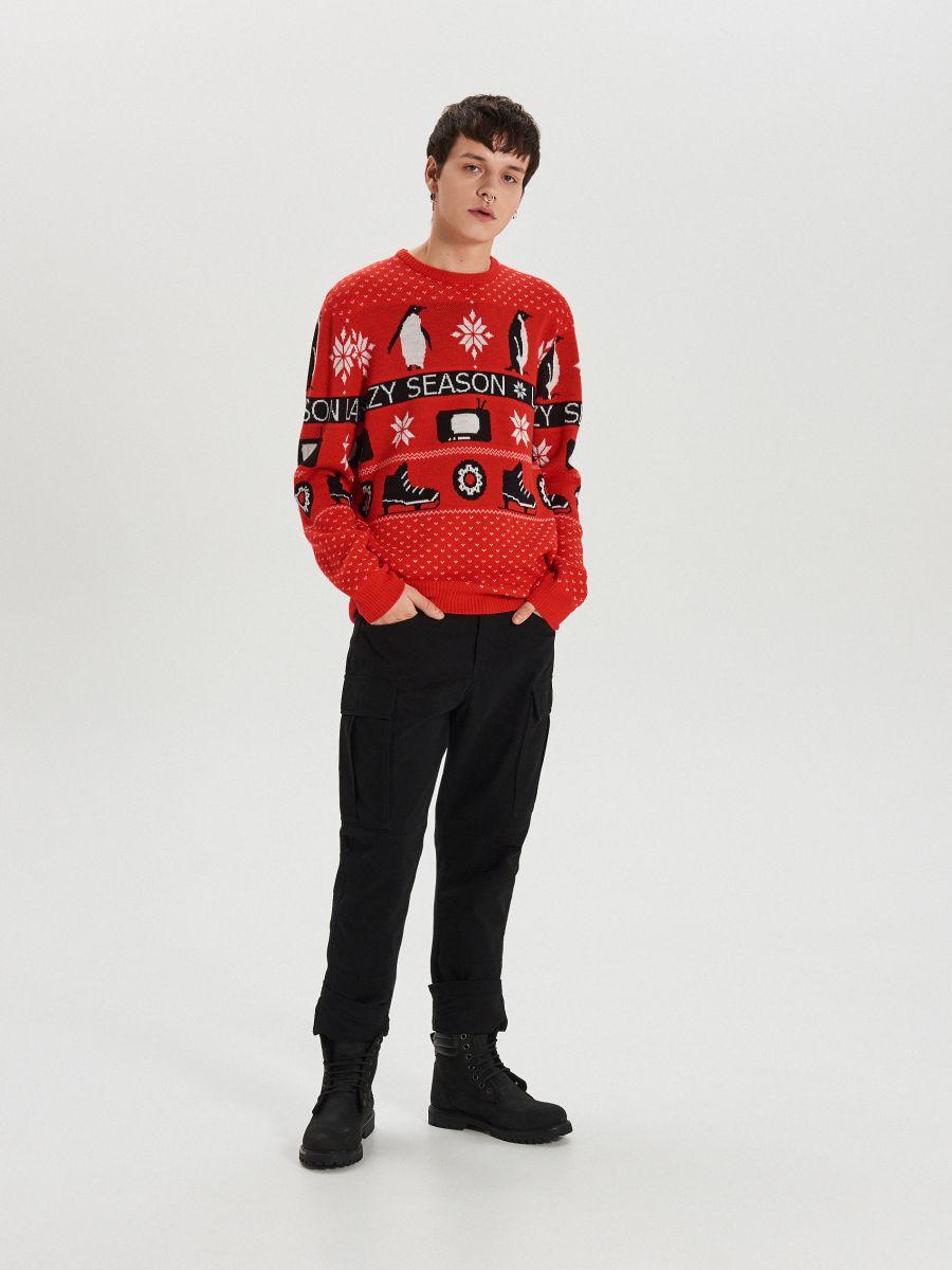 Sweter z zimowym motywem - CZERWONY - WG374-33X - Cropp - 2