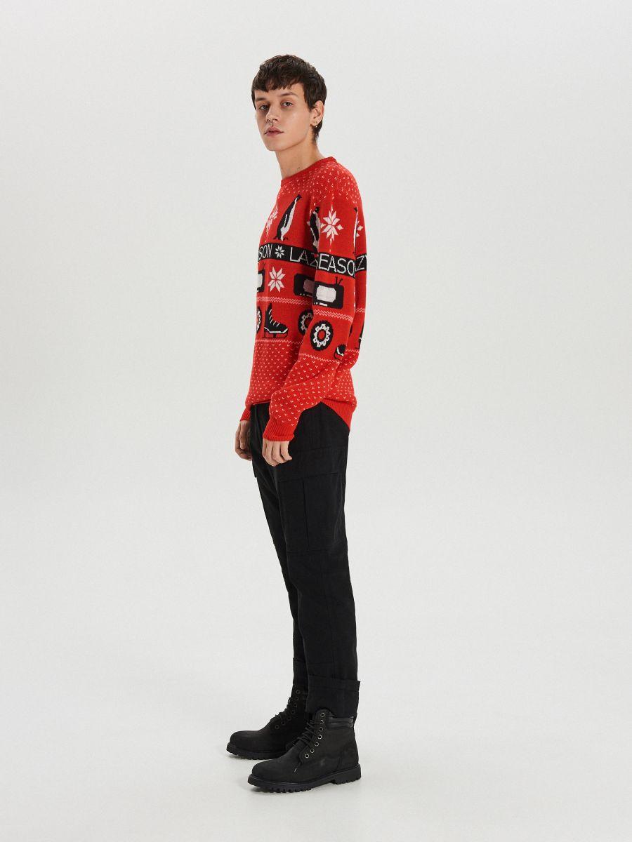 Sweter z zimowym motywem - CZERWONY - WG374-33X - Cropp - 5