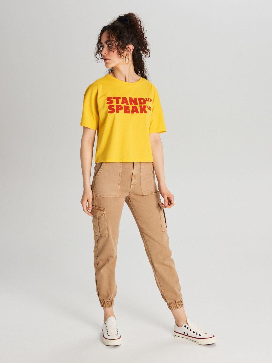 Koszulka z napisem - ŻÓŁTY - WH178-17X - Cropp - 1