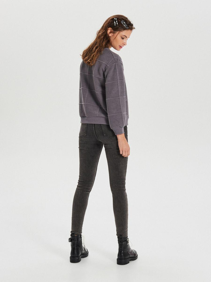 Bluza w kratę - SZARY - WM660-90X - Cropp - 4