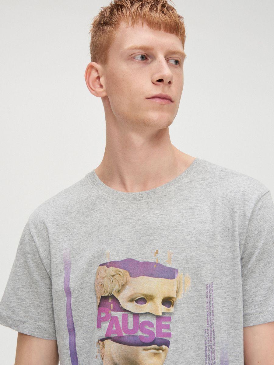 Koszulka z nadrukiem - JASNY SZARY - WP649-09M - Cropp - 3