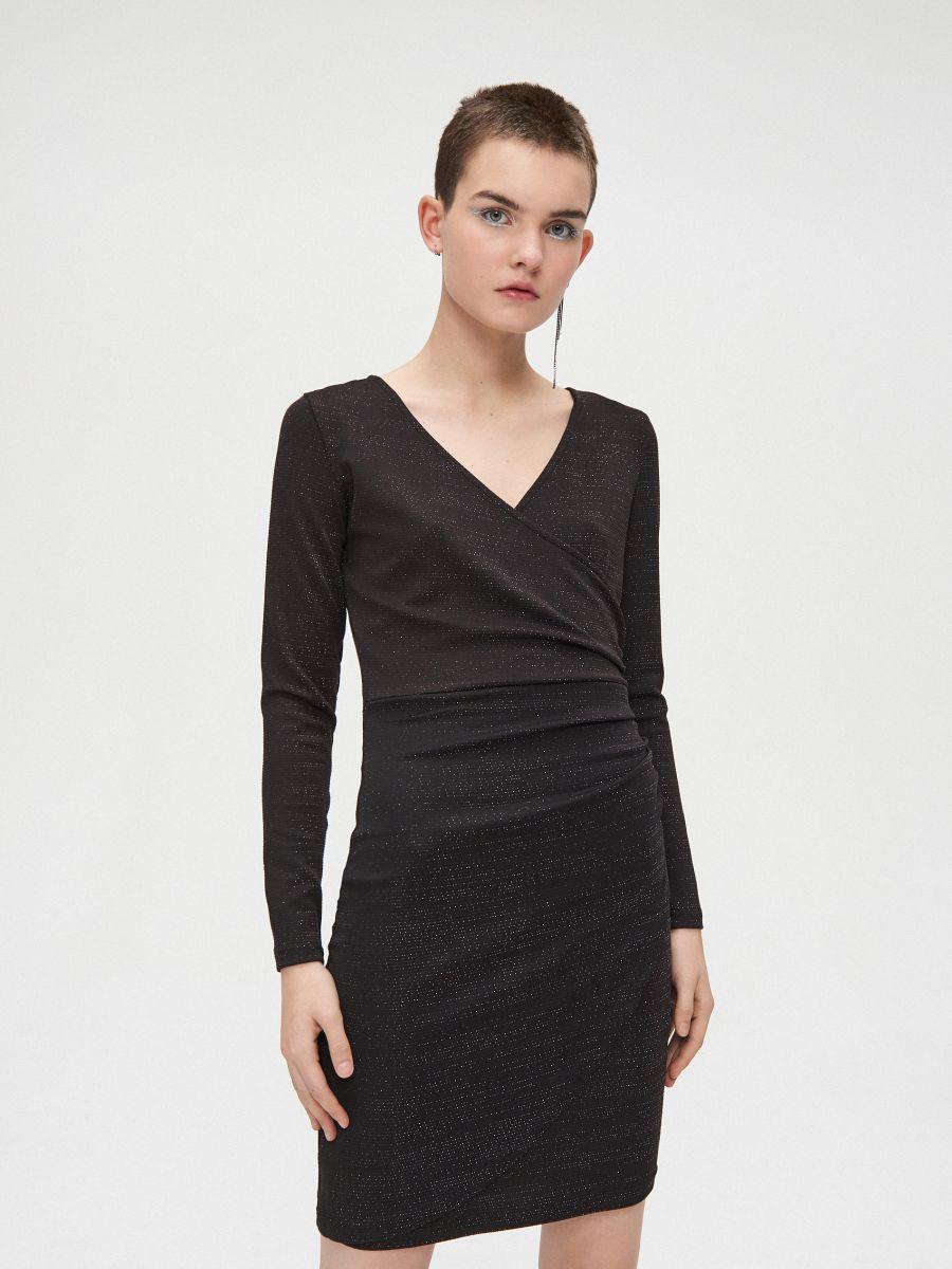 Sukienka z kopertowym dekoltem - CZARNY - WQ038-99M - Cropp - 1