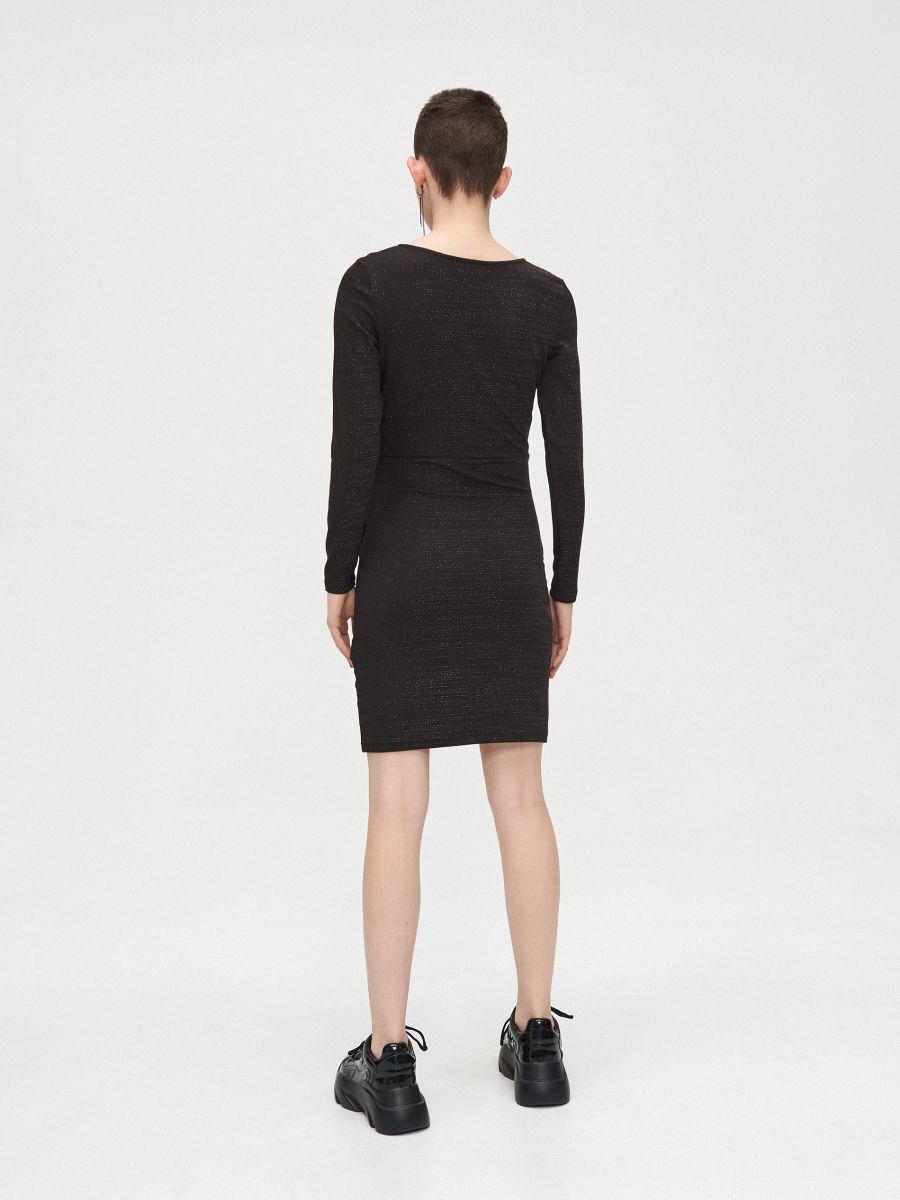 Sukienka z kopertowym dekoltem - CZARNY - WQ038-99M - Cropp - 4