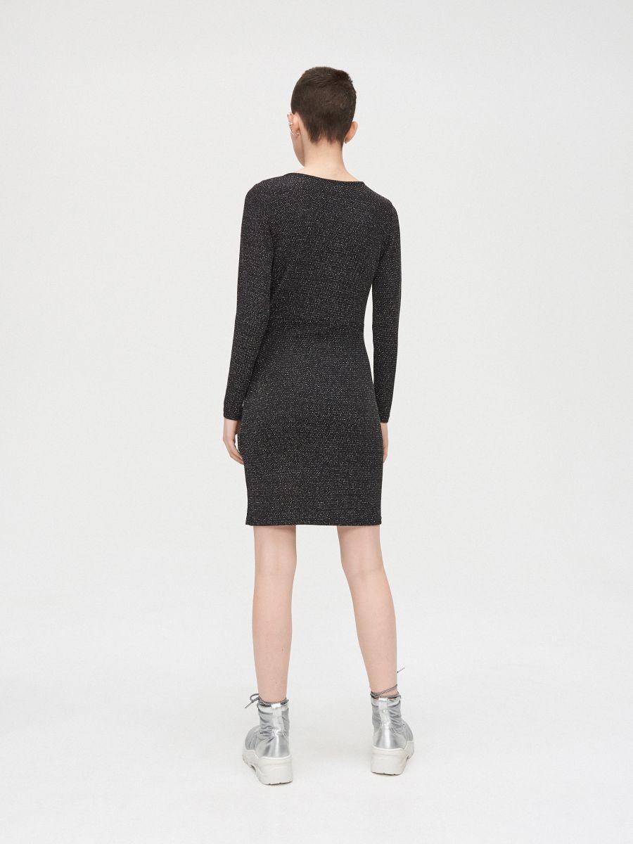 Sukienka z kopertowym dekoltem - CZARNY - WQ038-99X - Cropp - 3