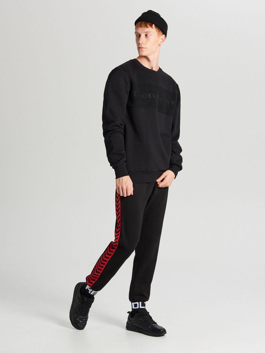 Bluza z napisem - CZARNY - WR640-99X - Cropp - 4
