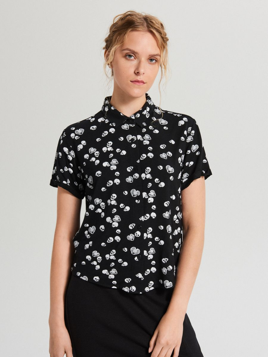 Koszula z krótkim rękawem all over - CZARNY - WS792-99M - Cropp - 4