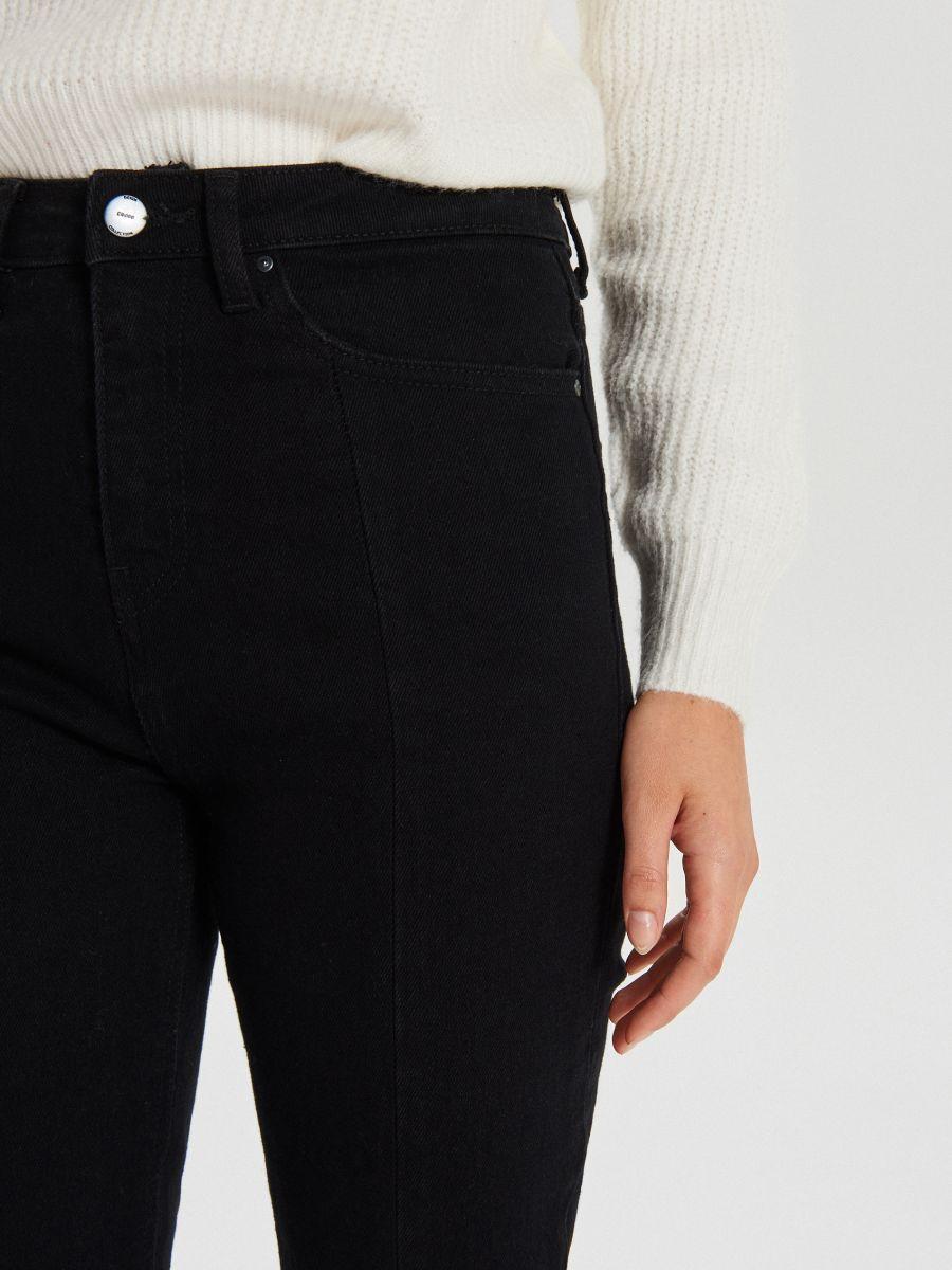 Jeansy high waist z rozcięciami - CZARNY - WT533-99J - Cropp - 3