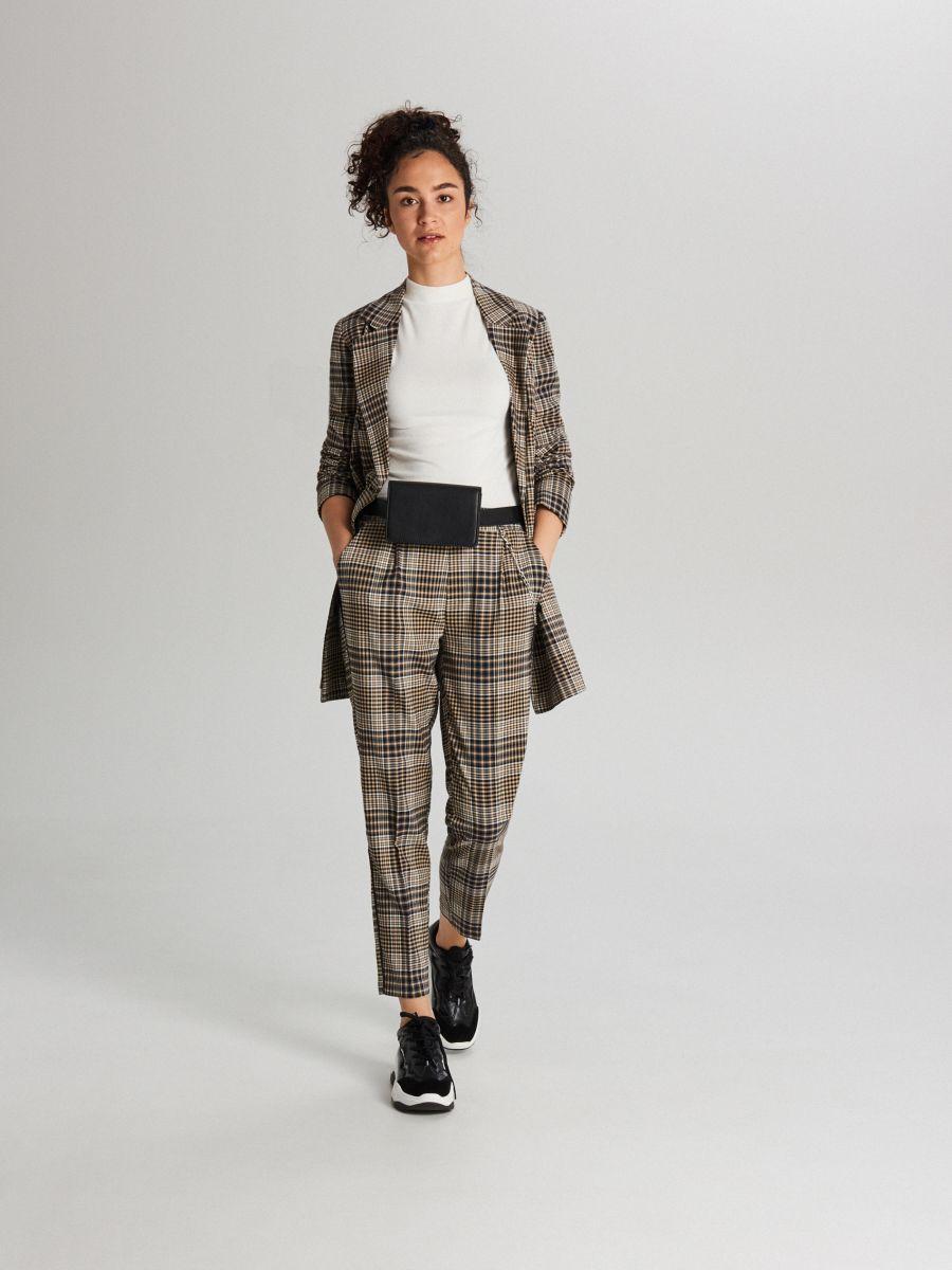 Garniturowe spodnie w kratkę z łańcuchem - ŻÓŁTY - WY135-11X - Cropp - 1