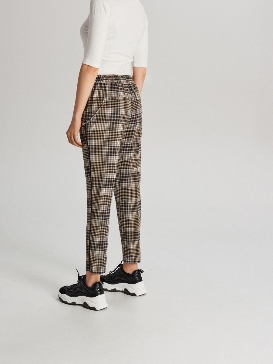 Garniturowe spodnie w kratkę z łańcuchem - ŻÓŁTY - WY135-11X - Cropp - 3