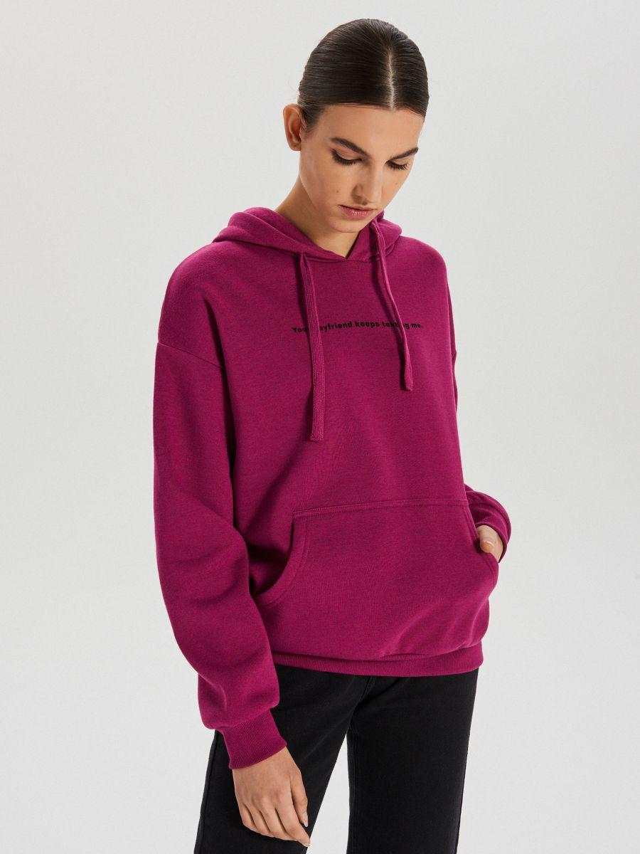 Bluza typu kangurka z napisem - FIOLETOWY - XD378-44X - Cropp - 1