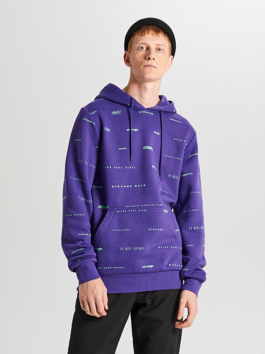Bluza z napisami all over - FIOLETOWY - XF285-45X - Cropp - 1