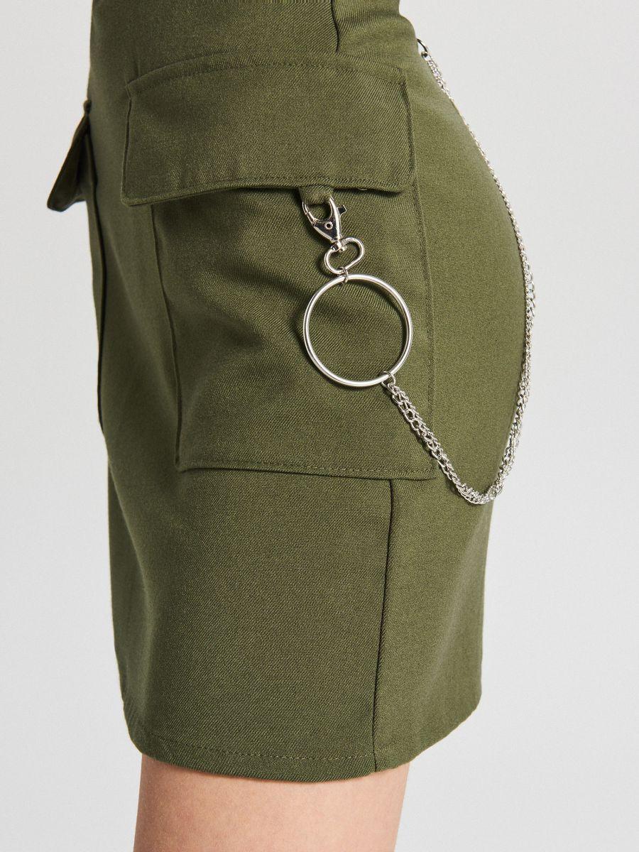 Spódnica mini z łańcuchem - KHAKI - XF619-87X - Cropp - 4