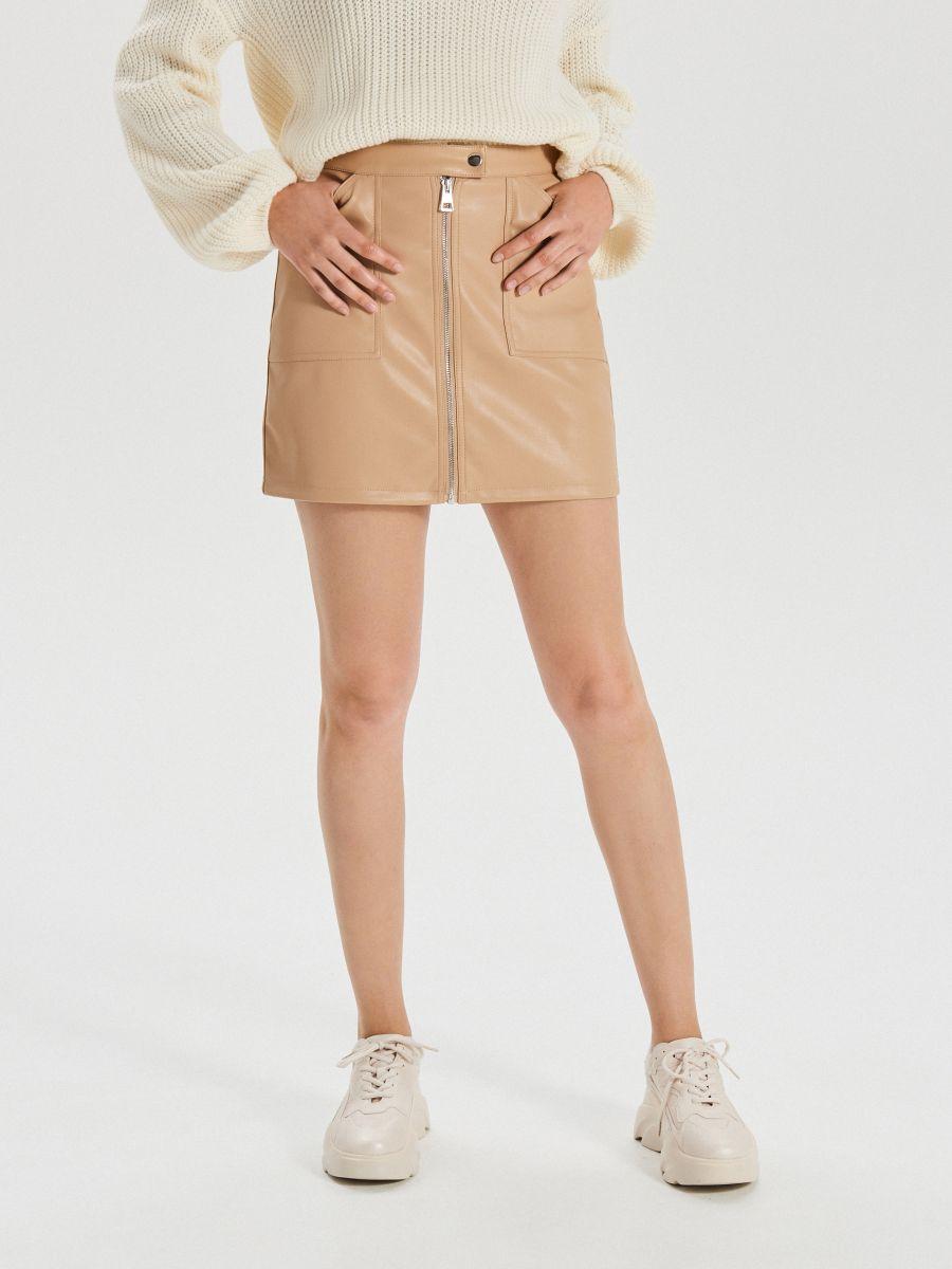 Spódnica mini ze sztucznej skóry - BEŻOWY - XF621-08X - Cropp - 2