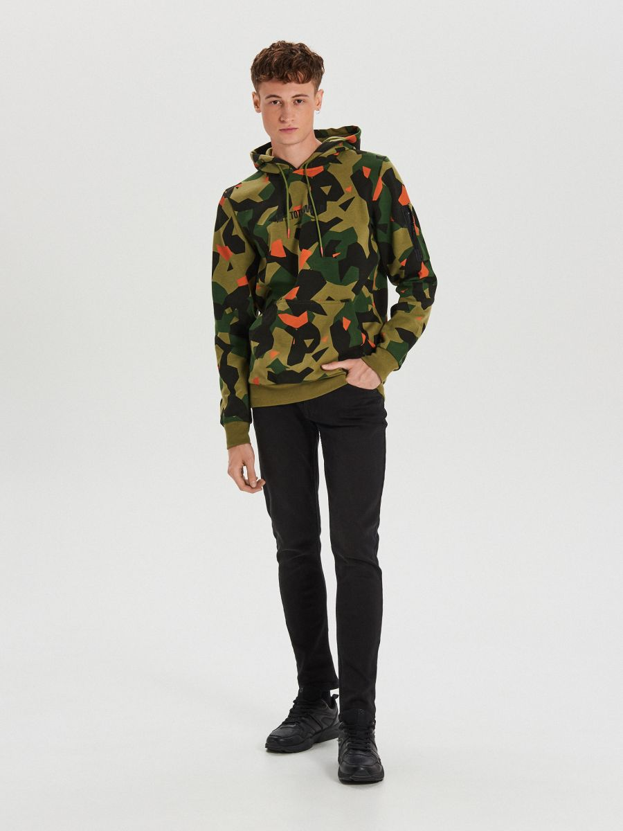 Bluza camo z nadrukiem - KHAKI - XG630-87X - Cropp - 2